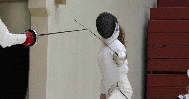 Women's Fencing Goes 9-3 At Northwestern Duals